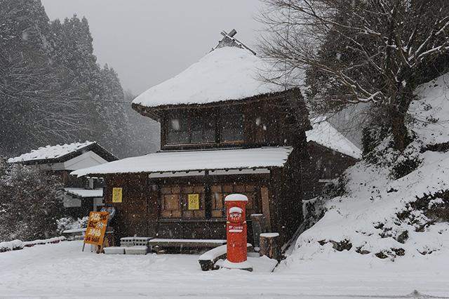 「雪降りしきる」入倉 喜巳男