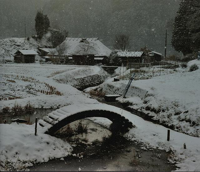 「雪降る茅葺の里」入倉 喜巳男